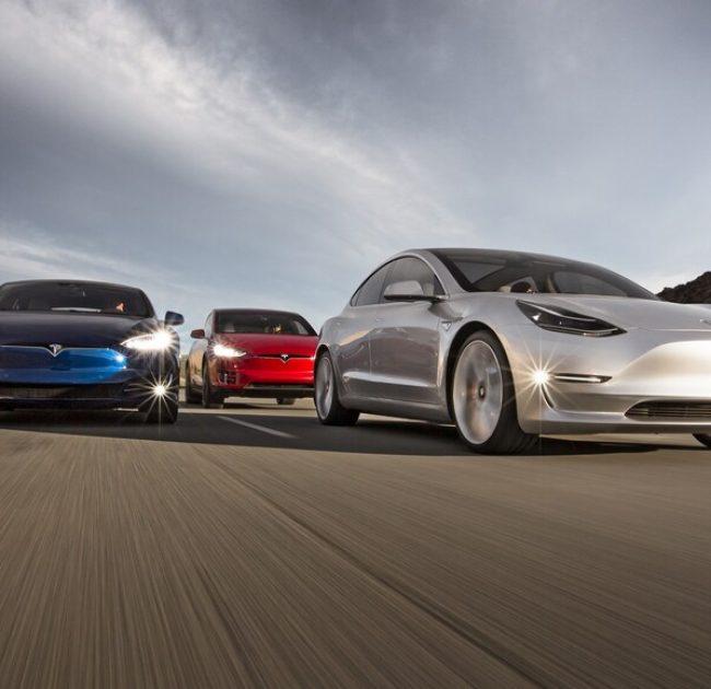 2017-Tesla-Model-3-2016-Tesla-Model-X-Tesla-Model-S-front-end-in-motion-e1462815308901