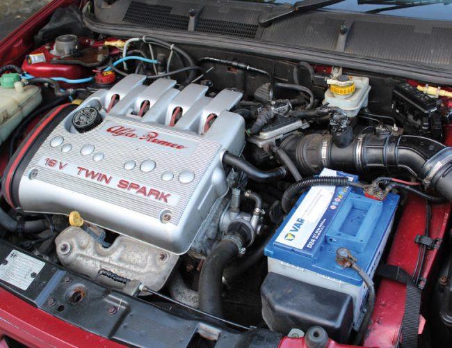 3-alfa-romeo-145-cloverleaf-engine